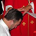 L'interdiction de la prêtrise aux gays accentue l'homophobie de l'Eglise