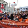 Des milliers de manifestants à Vienne pour les droits des malades du sida